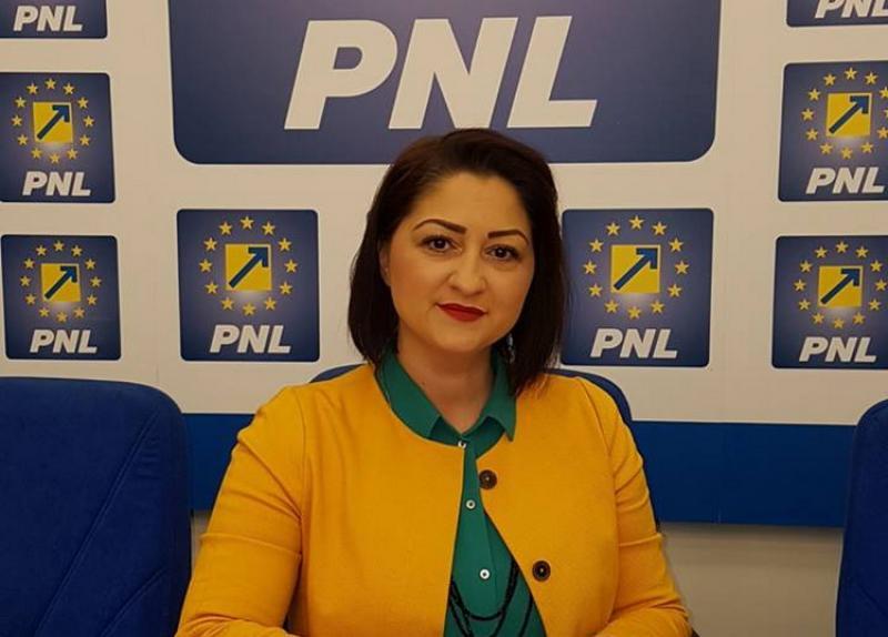 """Roxana Tabuia : """"PNL adună gunoiul abandonat de USR!"""""""