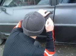Doi copii prinși de polițiștii arădeni în timp ce furau dintr-o mașină