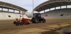 """S-au reluat lucrările la noul gazon la Stadionul Municipal """"Francisc Neuman"""""""