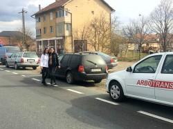 România 15 martie, 15 minute de protest. Arădenii s-au alăturat suceveanului care a construit 1 metru de autostradă