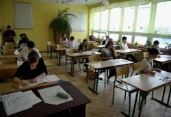 Elevii claselor a XI-a și a XII-a susțin astăzi sesiunea de simulare a Bacalaureatului, proba la Limba și Literatura română