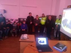 Polițiștii au desfășurat cu elevii, activități preventive la Hălmagiu