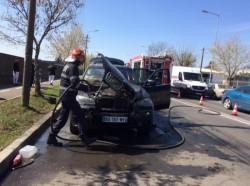 Un autoturism a luat foc pe Calea Bodrogului din Arad