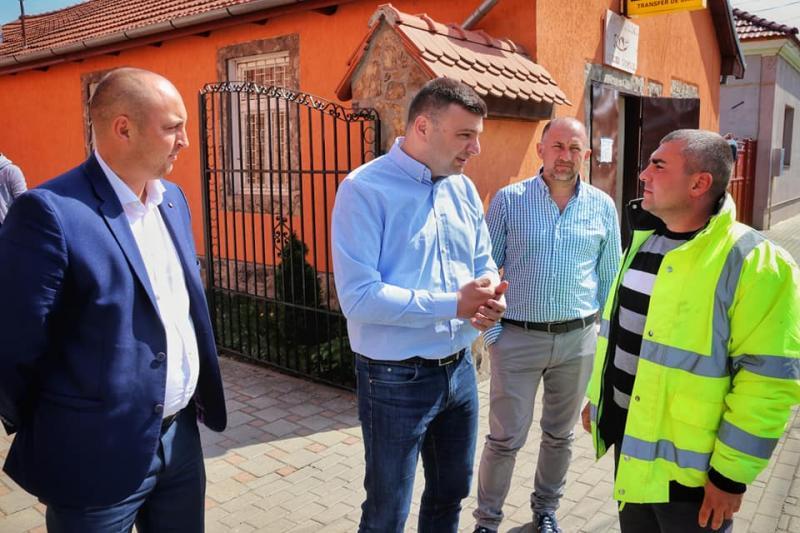 Prima întâlnire între administraţie, cetăţeni şi constructorii drumurilor judeţene