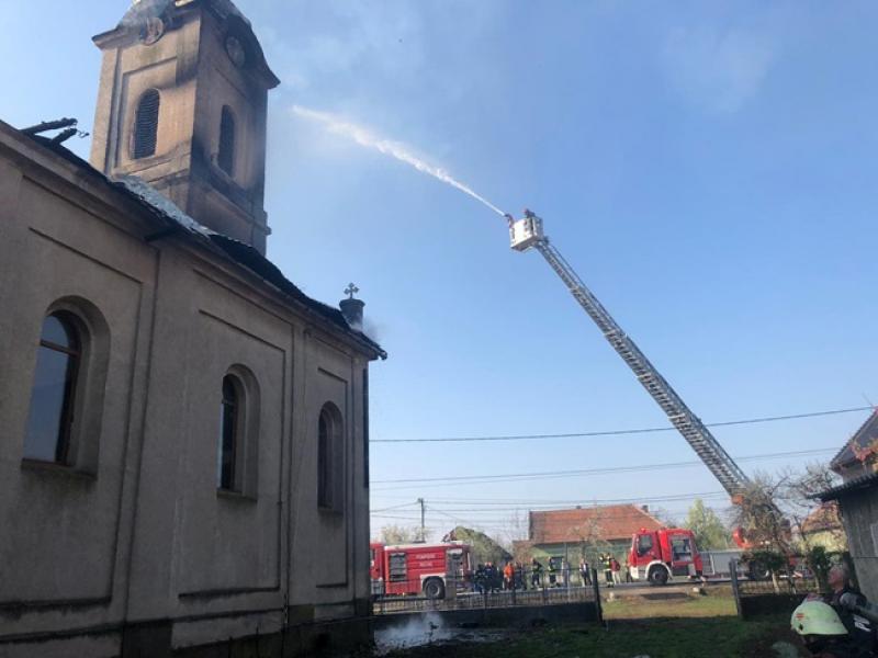 Necaz mare în Postul Paștelui. Biserică din județul Timiș cuprinsă de flăcări