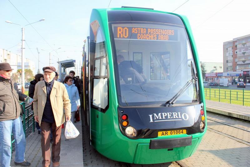 Tichetele gratuite pentru transportul în comun se pot ridica și de la Centrele de Zi pentru Vârsnici din Arad
