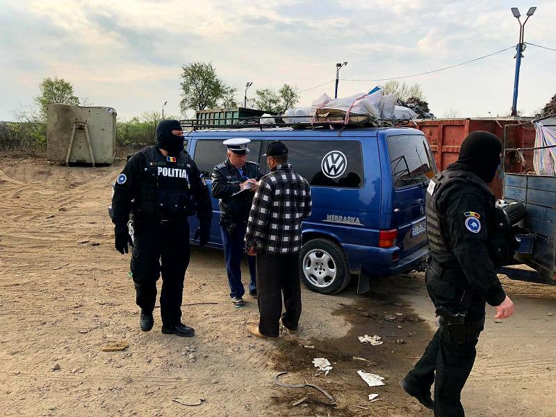 Acțiune amplă la Arad ! Polițiștii au dat năvală pe străzile Mărului și Sabinelor