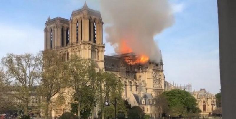 Catedrala Notre-Dame din Paris, în flăcări!