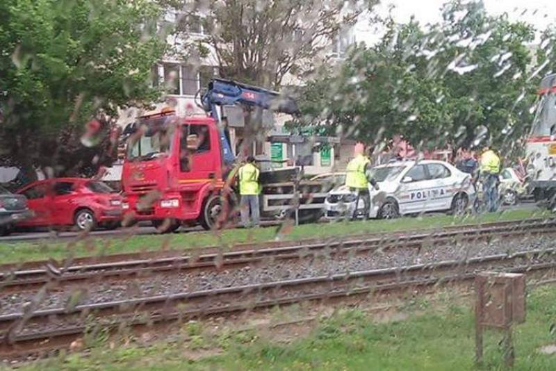 Mașina Poliției implicată într-un eveniment rutier, pe Calea Aurel Vlaicu