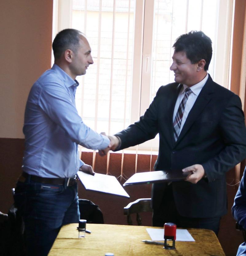 S-a semnat contractul pentru modernizarea drumului județean Sânmartin – Șimand – Olari – Caporal Alexa