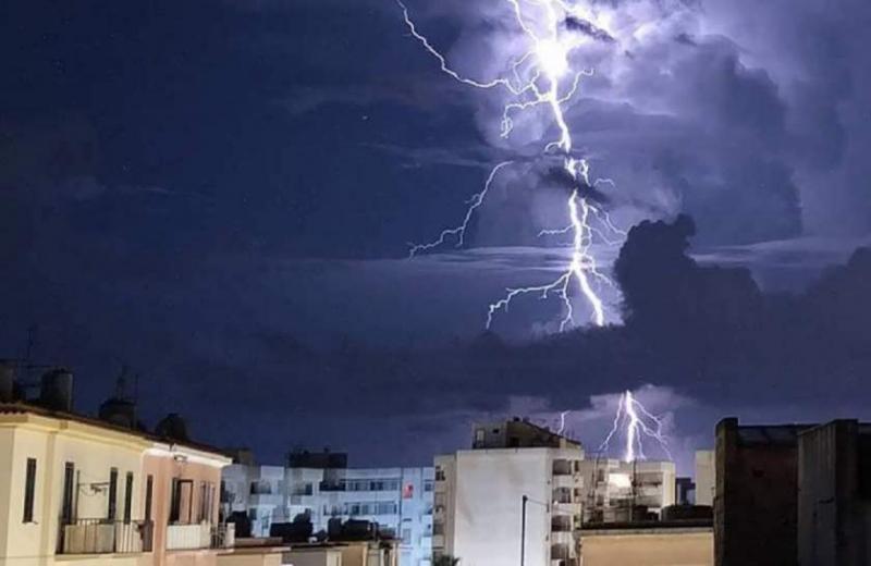 Meteorologii au prelungit informarea de furtuni până duminică seară