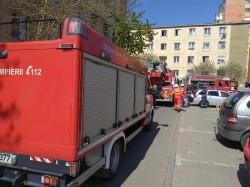 Panică într-un bloc de pe strada Predeal. O garsonieră a luat foc