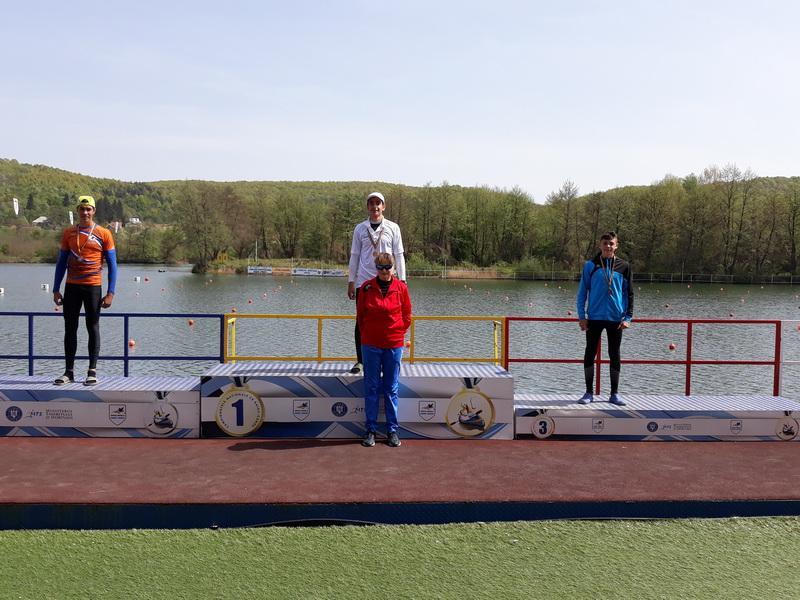 Juniorii secţiei de kaiac a C.S.S. Gloria Arad prezenţi la Campionatele Nationale de la Braşov