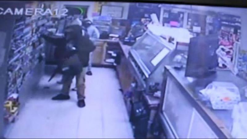 Un tânăr de 22 de ani din Vladimirescu prins la furat într-un supermarket din Arad