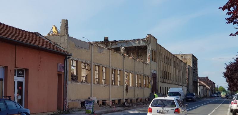 """Clădirea fabricii """"Tehnometalica"""", demolată"""