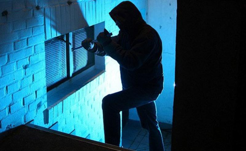 Trei copii cercetați pentru un furt dintr-o casă din Arad