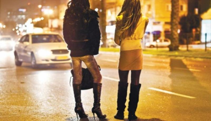 Doi bărbați suspecți proxeneți au fost prinși în Vlaicu