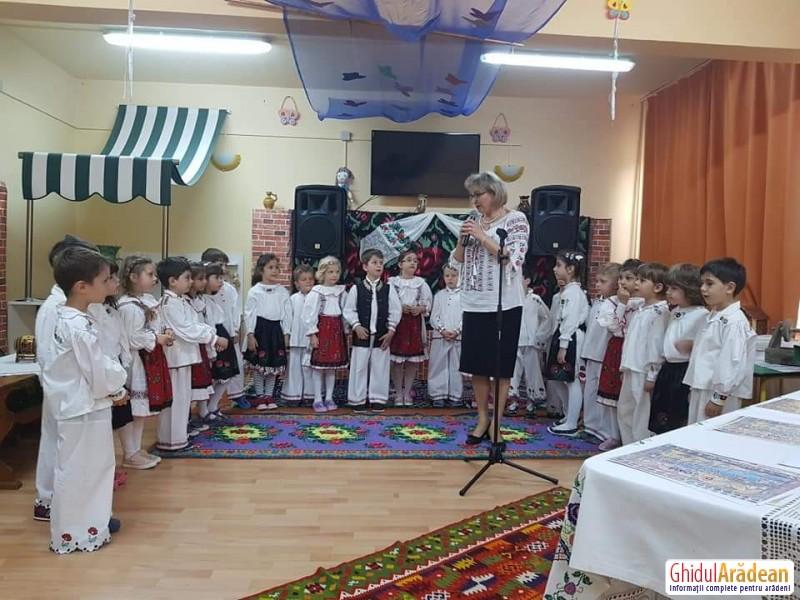 Grădinița Curcubeul Copiilor din Arad a fost gazda Festivalului Regional de folclor