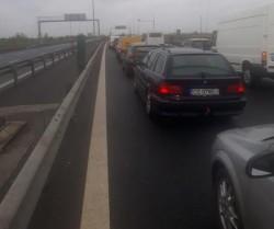 Doi kilometri de coloană de maşini în vama Nădlac de pe autostradă şi o medie de 80 de minute de aşteptare