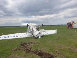 Avion PRĂBUȘIT la Ploiești - pilotul este rănit