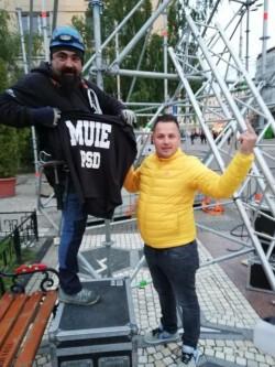 Mesaj anti-PSD de la cei care montează scena pentru mitingul de la Iași