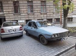 Maşinile abadonate în curţile imobilelor proprietate comună vor fi ridicate