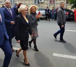 Incredibil: prefectul Aradului transformat în şef de galerie PSD la vizita premierului Dăncilă!