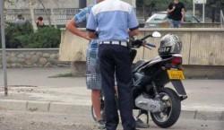 Minor de 15 ani prins de polițiști conducând un moped fără a avea permis