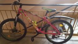 Ai văzut această bicicletă ? A fost furată joi după-masa din casa scării unui bloc din Confecții