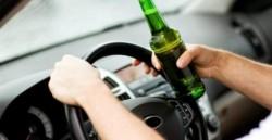 După ce a fost prins conducând fără permis, a mai urcat odată la volan, de data aceasta și băut
