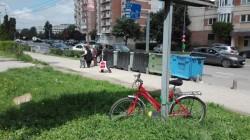 Un biciclist a traversat neregulamentar în zona Intim și a fost ușor accidentat