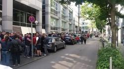 Diaspora s-a mobilizat! 2000 de oameni stau la coadă în Stuttgart să voteze