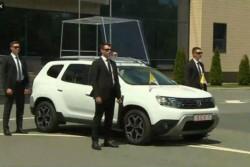 Cum arată mașina în care va merge Papa Francisc în România