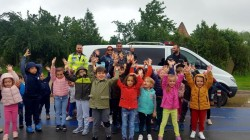 Claudia Iuga și George Pleșca, purtătorii de cuvânt ai IPJ și ISU Arad au pregătit surprize tuturor copiilor, în Parcul Europa