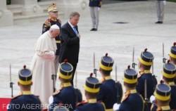 Vin de Miniş pentru Papa Francisc, din partea preşedintelui Iohannis!