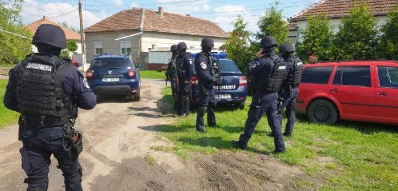 Polițist împușcat mortal în Timiș! Criminalul, înarmat și periculos, este căutat de zeci de oameni ai legii