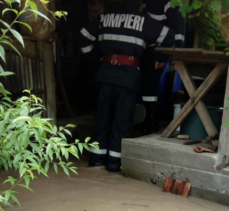 Inundațiile continuă să facă ravagii în județul Arad