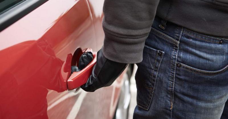 Ce recomandă polițiștii pentru prevenirea furturilor din mașini