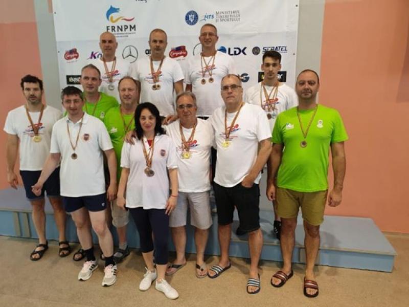 Sportivii arădeni au venit acasă premiați de la Campionatului Național de Înot Masters al României