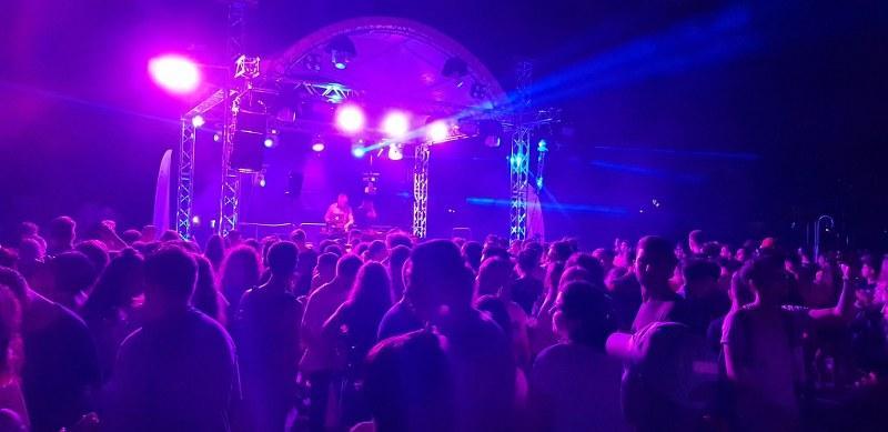 Peste 1000 de tineri în prima seara la Pool Party Arad! Urmează DJ PROJECT live pentrun sâmbătă seara!