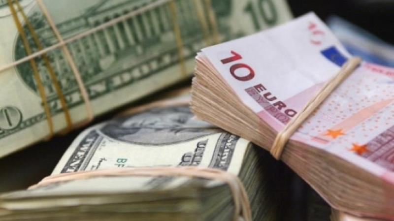 Curs valutar 17 iunie 2019. Euro a scăzut în a doua zi de Rusalii, iar dolarul a crescut