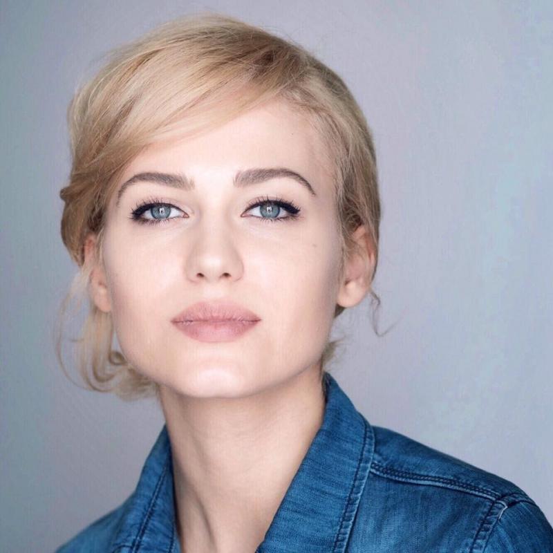 """De pe platourile de filmare Antena 1, pe scena Teatrului Clasic  """"Ioan Slavici"""". Actrița Michaela Prosan – parte a celui mai nou proiect teatral arădean"""