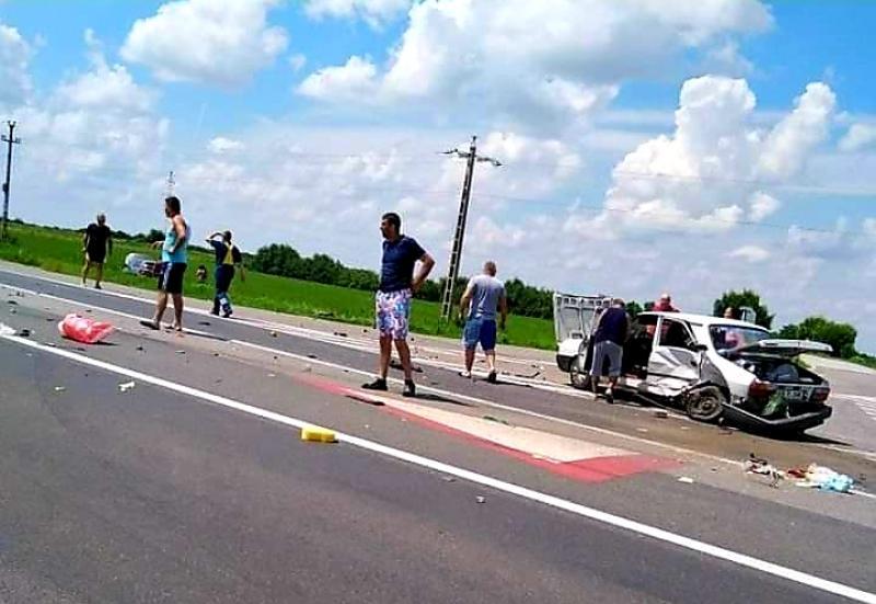 Accident rutier lângă Hanul de la Răscruce. O șoferiță a fost transportată la spital