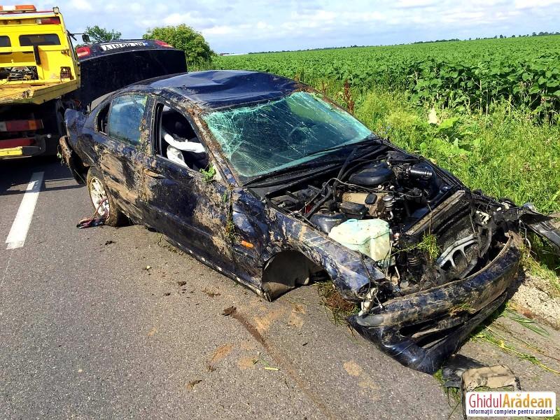 Mașină răsturnată în urma unui accident între Zimand și Sântana