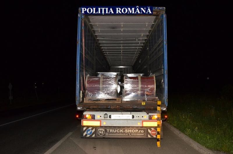 Un arădean a fost prins că ar fi furat bobine de cupru în valoare de 5.000 de euro în timp ce le transporta ilegal