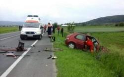 Un șofer în vârstă de 82 de ani a murit într-un accident după ce capota mașinii s-a deschis în mers