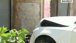 Un tânăr din Macea și-a distrus mașina după ce a intrat cu ea în zidul unei case