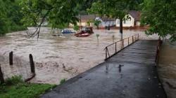 Furtuna a făcut ravagii în Arad! 50 de gospodării inundate în Bârzava