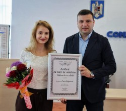 """Tânăra artistă Mara Ungurean a primit diploma """"Arădeni cu care ne mândrim"""""""