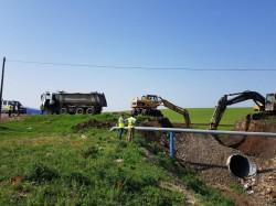 Se lucrează trei zile non-stop pentru refacerea podului dintre Aluniș și Frumușeni